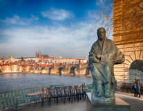 Bedrich Smetana和布拉格panaroma雕象  库存图片