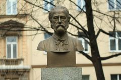 Bedrich Smetana смотрит на статую в парке Стоковые Изображения