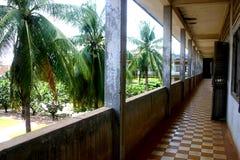 Bedrieglijke kalmte, de Gevangenis van Tuol Sleng, Kambodja Stock Afbeeldingen
