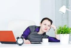 Bedrijfs bored vrouw Stock Afbeeldingen