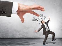 Bedrijfs chef- hand die doen schrikken werknemer vangen royalty-vrije stock afbeelding