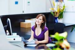 Bedrijfs, communicatie en call centreconcept Stock Foto's