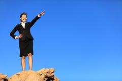 Bedrijfs concept - vrouw die op toekomst richt stock fotografie