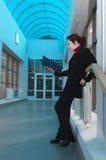 Bedrijfs dame in blauw binnenland Stock Fotografie