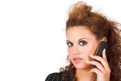 Bedrijfs dame die op celtelefoon spreekt Royalty-vrije Stock Foto's