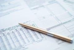 Bedrijfs documenten met pen op een lijst. Stock Foto