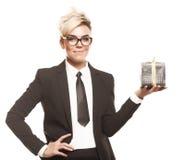 Bedrijfs geïsoleerde dame met gift Stock Fotografie