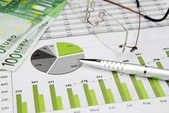 Bedrijfs Grafiek Groen met Geld Royalty-vrije Stock Afbeelding