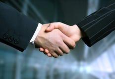 Bedrijfs handschok en een offi Stock Fotografie