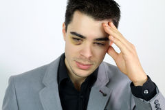 Bedrijfs jonge mens die is aangevallen Royalty-vrije Stock Afbeelding