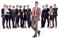 Bedrijfs leider met aktentas in zijn hand Stock Fotografie