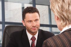 bedrijfs man en vrouwenbespreking Stock Afbeelding