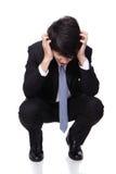 Bedrijfs mens die gedeprimeerd van het werk kijken Stock Foto