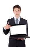 Bedrijfs mens die op een laptop computer richt Stock Afbeeldingen