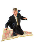 Bedrijfs mens die op een magisch tapijt vliegen Royalty-vrije Stock Afbeeldingen