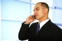 Bedrijfs Mens die op Telefoon spreekt Royalty-vrije Stock Afbeelding