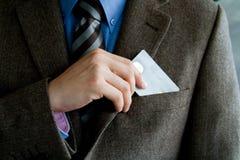 Bedrijfs mens met creditcard stock afbeelding