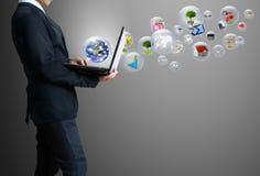 Bedrijfs mens met laptop Royalty-vrije Stock Afbeeldingen