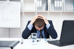 Bedrijfs mens met problemen en spanning Royalty-vrije Stock Foto