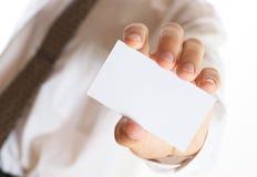 Bedrijfs mens met visitekaartje Stock Foto