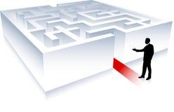 Bedrijfs mens op achtergrond met labyrint Stock Afbeeldingen