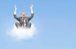 Bedrijfs mens op wolk Stock Fotografie