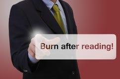 Bedrijfs mens wat betreft touchscreen - Brandwond na lezing stock afbeelding