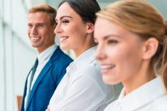 Bedrijfs mensen in bureau stock afbeelding