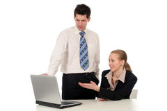 Bedrijfs mensen die aan laptop computer werken Stock Afbeelding