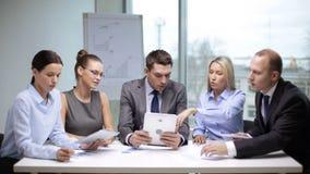 Bedrijfs mensen die een vergadering hebben stock videobeelden