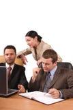 Bedrijfs mensen die in het bureau samenwerken Royalty-vrije Stock Foto