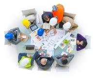Bedrijfs mensen die in het bureau werken Stock Foto's