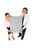 Bedrijfs mensen die lege afficheraad houden Stock Afbeeldingen