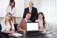 Bedrijfs mensen in een het werkvergadering in het bureau Stock Afbeeldingen