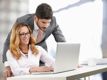 Bedrijfs mensen met laptop Stock Fotografie