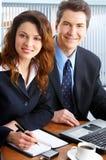 Bedrijfs mensen met laptop Royalty-vrije Stock Afbeeldingen