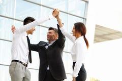 Bedrijfs mensen Succesvol Team Celebrating een Overeenkomst stock foto