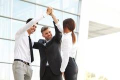 Bedrijfs mensen Succesvol Team Celebrating een Overeenkomst stock foto's