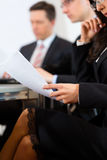 Bedrijfs mensen tijdens vergadering in bureau Stock Foto