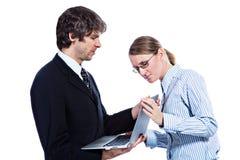 Bedrijfs paar met computer royalty-vrije stock foto