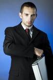 Bedrijfs persoon die een aktentas houdt Royalty-vrije Stock Foto's