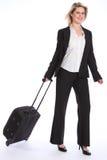 Bedrijfs reis jonge gelukkige blonde vrouw met geval Royalty-vrije Stock Afbeelding