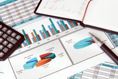 Bedrijfs Stilleven met Financiën Stats Stock Foto's
