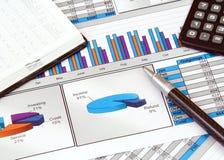 Bedrijfs Stilleven met Grafieken Royalty-vrije Stock Afbeeldingen