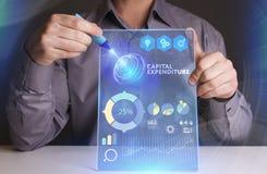Bedrijfs, Technologie, van Internet en van het netwerk concept De jonge zakenman die aan het virtueel scherm van de toekomst werk royalty-vrije stock afbeelding