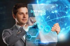 Bedrijfs, Technologie, van Internet en van het netwerk concept Jonge zakenman die een woord in een virtuele tablet van de toekoms Stock Afbeeldingen