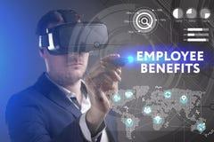 Bedrijfs, Technologie, van Internet en van het netwerk concept Het jonge zakenman werken in virtuele werkelijkheidsglazen ziet de royalty-vrije stock afbeelding