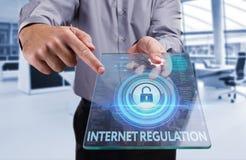 Bedrijfs, Technologie, van Internet en van het netwerk concept Jonge busin Stock Afbeelding