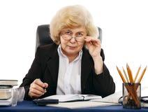 Bedrijfs vrouw bij de lijst stock fotografie