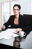 Bedrijfs vrouw in bureau Stock Foto